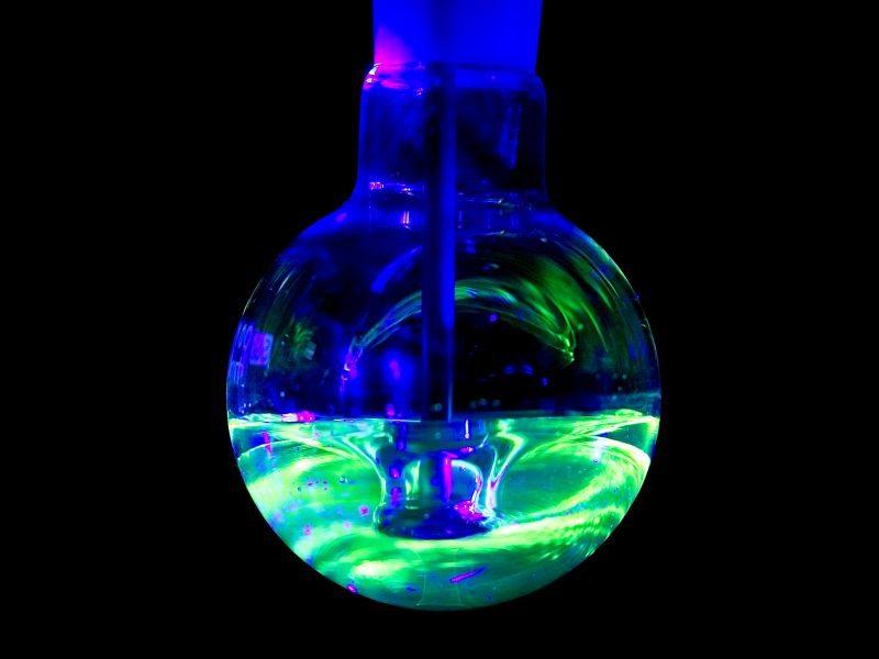 Batch reactor mixing pattern under fluorescent light